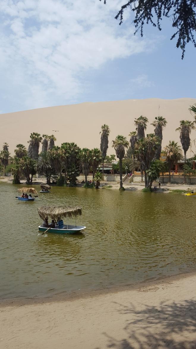 huacachina lagoon
