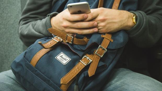 backpack-1149544_1920