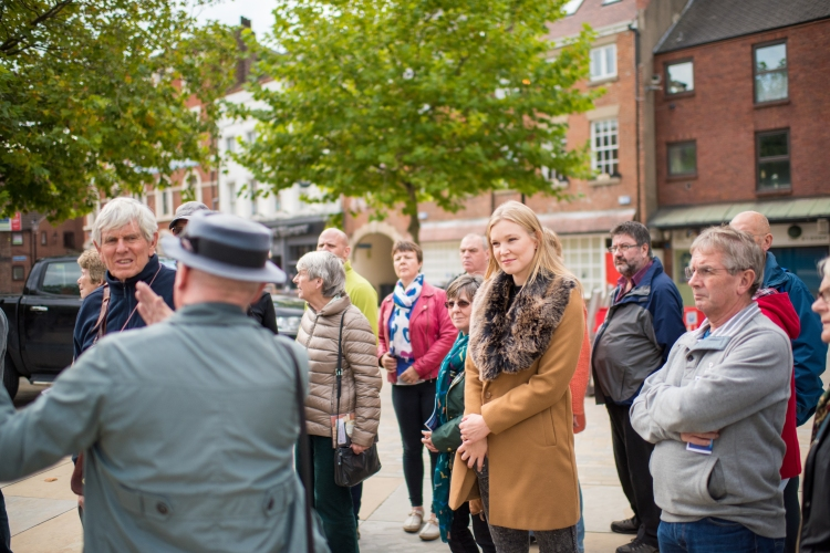 Guided walking tour hull old town, hull walking tour, Paul Schofield