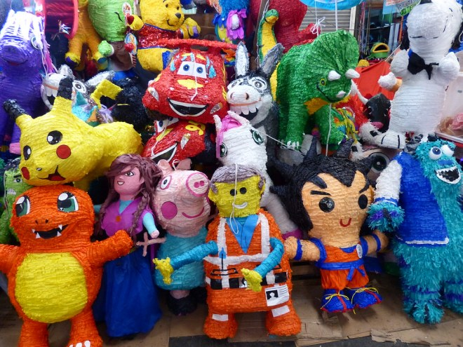 pinatas in El Salvador