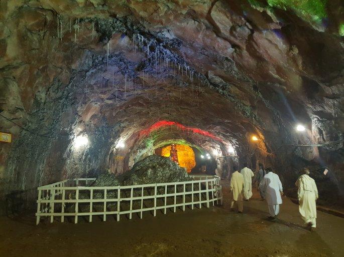khewra salt mine pink Himalayan salt, inside khewra salt mine
