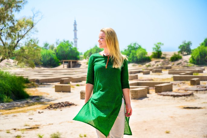 what to wear in pakistan as a tourist, dressing in pakistan, how to dress in pakistan, clothing in pakistan
