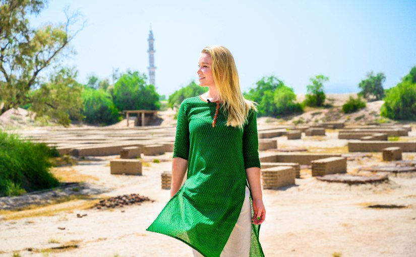 What to wear in Pakistan as a tourist | Pakistan clothing guide